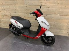 Peugeot Kisbee 4T 25km 2017 Occasion, Wit/Rood