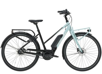 UM2+ Stagger S Gloss Trek Black and Nimbus Blue 40